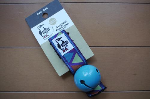 ストラップに磁石が付いていて鳴らしたくないときは中の玉を固定することができる。機能的!