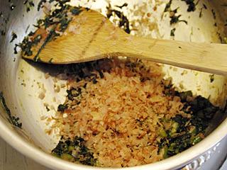 さっきまで東南アジアっぽい料理だったが、鰹節で急に和風になった。