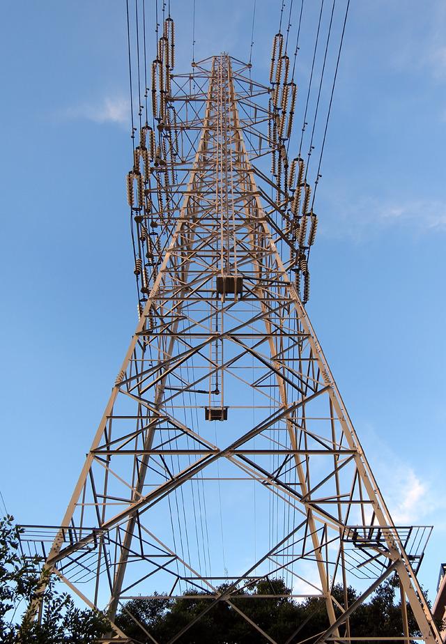 あ、でもそばにあったこの鉄塔はかっこよかった。これは認めてやってもいい。