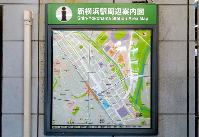 あらためて地図を見ると、新幹線をはさんでのコントラストがすごい。