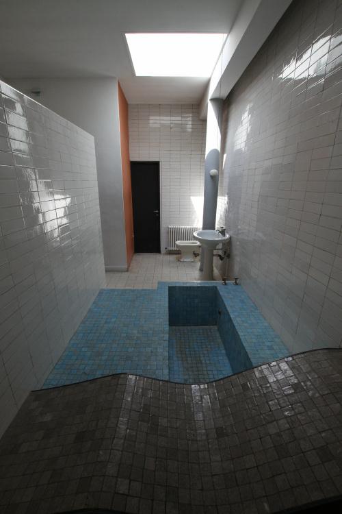 なんということでしょう、バスルームがありました