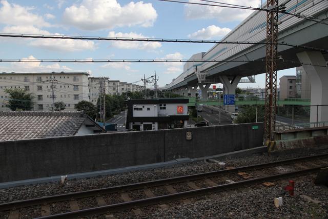 これも高度成長期の象徴、高速道路と団地(西浦和駅)