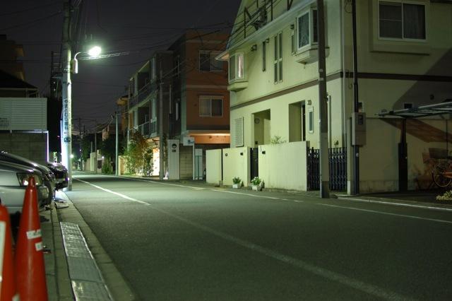 街灯が妙に明るい