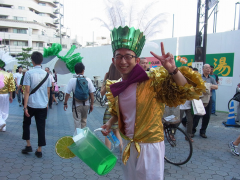 パレード終了時に小堺さんと合流。最後の力で笑顔を作った