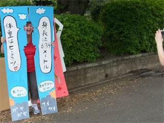 上野公園で次々と声をかける。「体ハメにはまりませんか」より