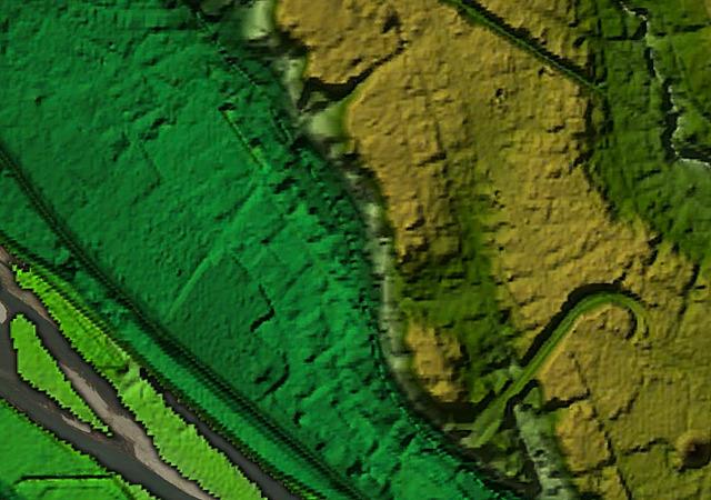 同じ範囲の地形図。川の左岸(北側)がちょう崖!(「東京地形地図」をGoogleEarthで表示したものをキャプチャ)
