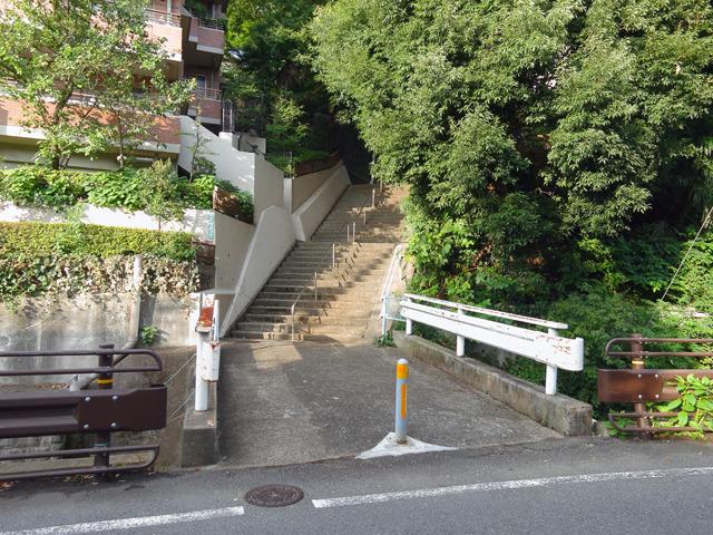 だから橋の向こうが階段、ってケースが多い。