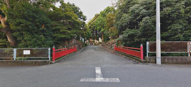 と思ってたら、実際お寺があった。お寺の「マイ橋」だ。