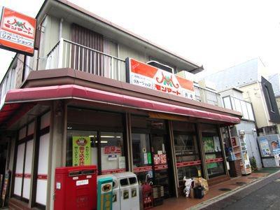 アパートから一番近いお店、モンマート。近所にはほかに店舗がないので、オアシス的存在。
