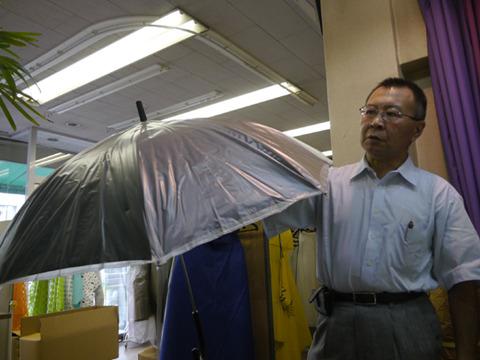 これが傘カバー(再現品)。爆発的ヒットとなる。