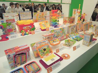 エントリーおもちゃは会場入ってすぐのコーナーに展示されていた