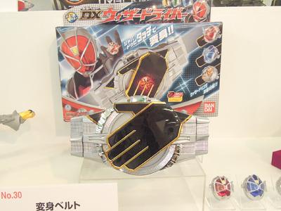 男の子向けおもちゃ 1位 「変身ベルトDXウィザードライバー」<br> 毎年人気の仮面ライダー変身ベルトの2012年版
