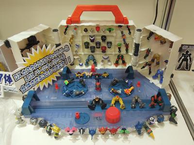 「ダンボール戦機」のおもちゃ! といわれれば、「なんだろうそれは」と思いながらいわれたとおりに買ってやる