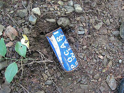 今時こんな缶のポカリスウェットを山に持っていく人はいない。