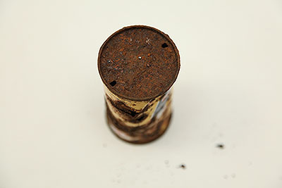 穴を開けて飲むタイプ。缶詰の会社なのでこれでいいやって思ってたんだろうなぁ。