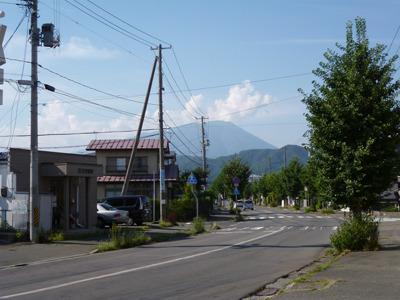 遠くに見えるは岩手山。