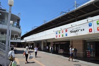 白くて新しいJR船橋駅