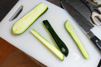 野菜スティック的に、縦長方向へ切断。