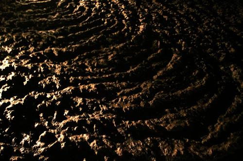 まさに溶岩が流れた跡、という感じである