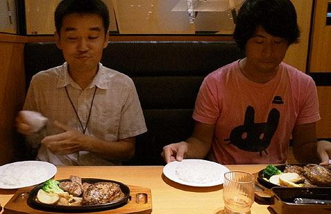 小野法師丸さん(左)と平坂寛さん(右)。