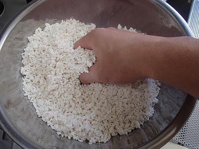 小さな塊が残っているなど気にせず、ザックリと混ぜる程度で大丈夫。