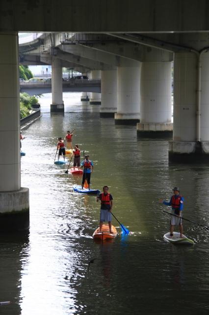 大阪の堂島川ではこんな感じだった。水上の奇集団である。