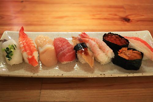 寿司には礼儀があるような気がするのだ。