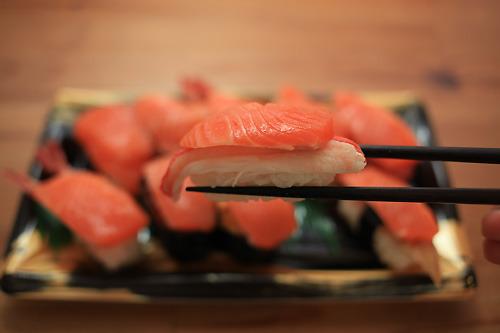 僕らの知っている寿司の重さではない。