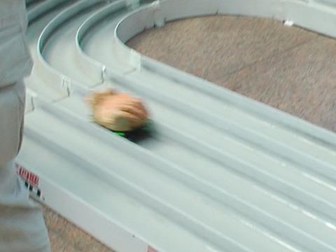 だがこのあとカニは練習用コースを爆走しまくり喝采をあびる!