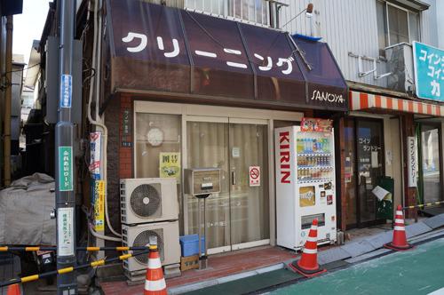 さらに開店前のクリーニング店もWiFiスポットだった
