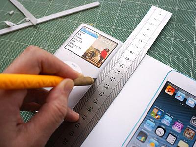 スチレンボードに貼り付け、切り取る。