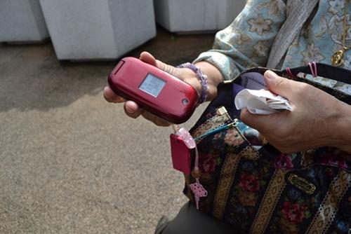 歩数計機能つきの携帯電話
