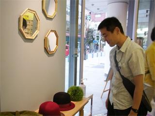 帽子もいくつか並んでいる。どれも可愛い