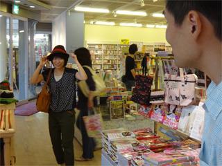 小野さん、こっちの帽子の方が可愛いですよ