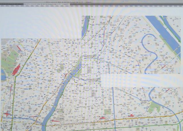 オンラインの地図をキャプチャして、つなげ、大きな詳細地図を作るところから始まる。