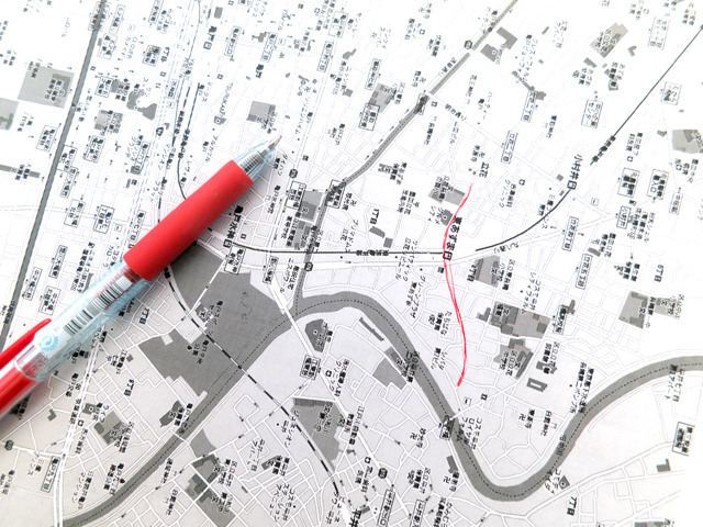 そうしてできた地図をプリントアウトして、とにかくひたすら手がかりになりそうな道筋を探す!