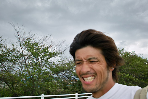 すでにすごい風だ。