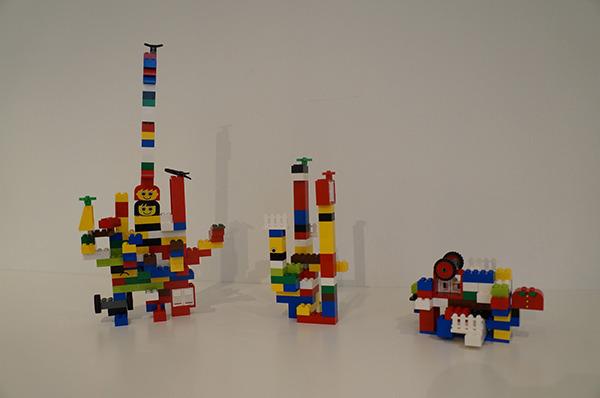 すべてのレゴを組みつくし、終了。左から安藤、吉村、石川作品。どれも良い……