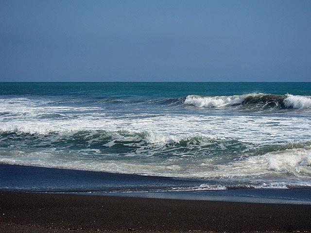 海は大荒れである。