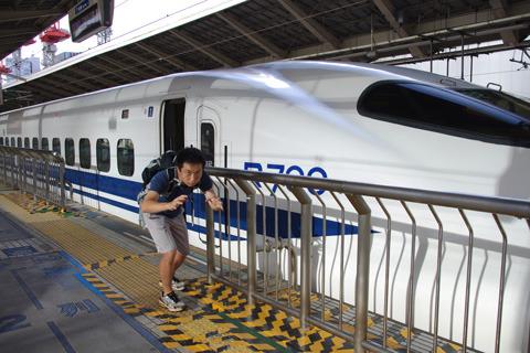 興奮のあまり、新幹線で熱海へ向かう。