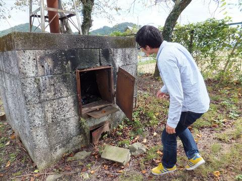 ゴミの焼却炉がそのままのこっていた。当時はなんでも燃やしていた。焼却炉の番は高学年しかやらせてもらえず、名誉職であった