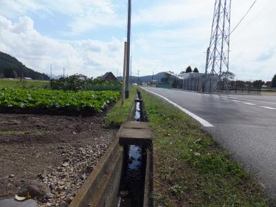 学校近くの農業用水路