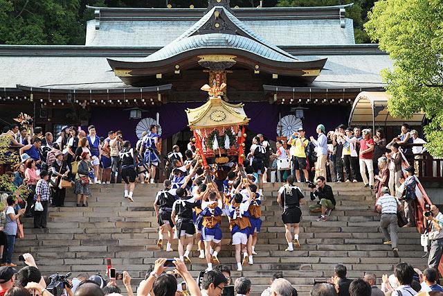 諏訪神社にご神体を納めて終了。
