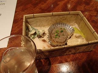 おつまみセットで3種類の日本酒全部を楽しむ。サンマのつみれが日本酒と合い過ぎだった。