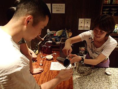 以前記事にしたイベントでお会いした御祖酒造の藤田代表取締役と再会。燗酒をつけて頂きました。ありがとうございます。