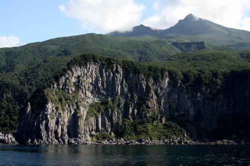 海岸は断崖絶壁がたまらん程に連続している