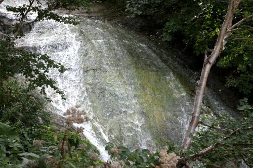 こちらは知床五湖のさらに奥にあるカムイワッカの滝