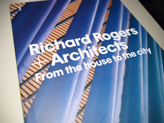 ポンピドゥー・センター内の本屋さんで買ってきた、彼の本。