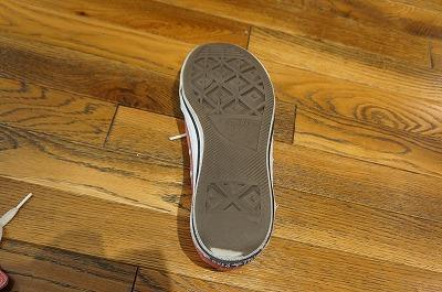 いま履いてる靴。ゴムはツルツルになって、下地が見え始めてる