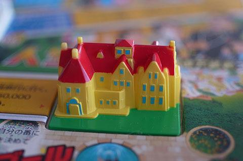 3) 立体的な家。